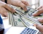 יד מושיטה ולוקחת כסף